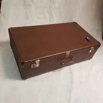heel grote bruine valies